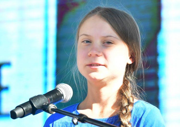 Greta Thunberg protesta en Los Ángeles mientras un nuevo incendio consume California
