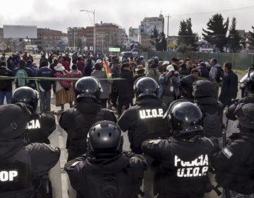 La policía de tres ciudades de Bolivia se amotinan contra el presidente Evo Morales