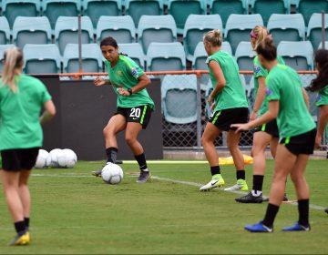 Las futbolistas australianas alcanzan la igualdad salarial con los hombres