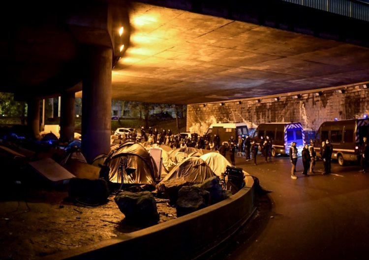Francia evacúa a 1,600 migrantes y endurece su política migratoria