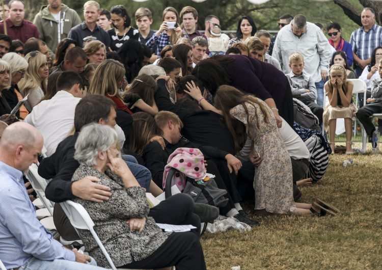 Trasladan restos de integrantes de la famila LeBarón en segundo día de funerales