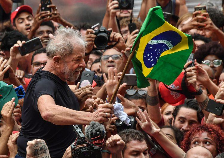"""Lula anuncia que está """"de vuelta"""" y lanza ofensiva contra Bolsonaro"""