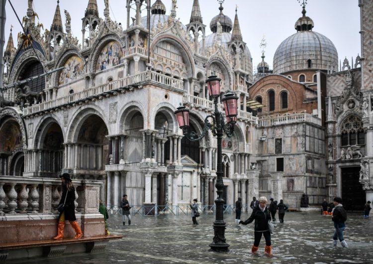 Venecia en alerta por histórica marea alta que deja un muerto y daños al patrimonio artístico
