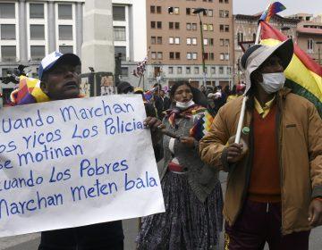 Indígenas bolivianos marcha contra Jeaninine Áñez por autoproclamarse presidenta