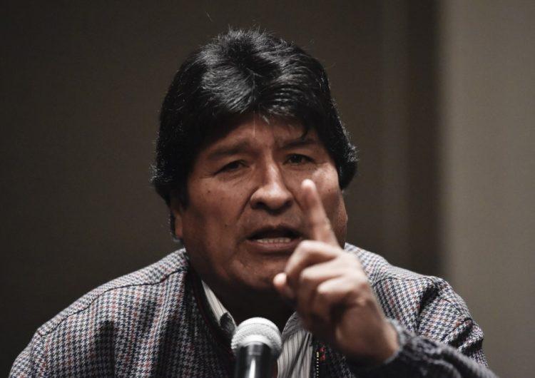"""Presidenta de Bolivia anuncia que convocará a elecciones; Evo dice que represión es """"genocidio"""""""