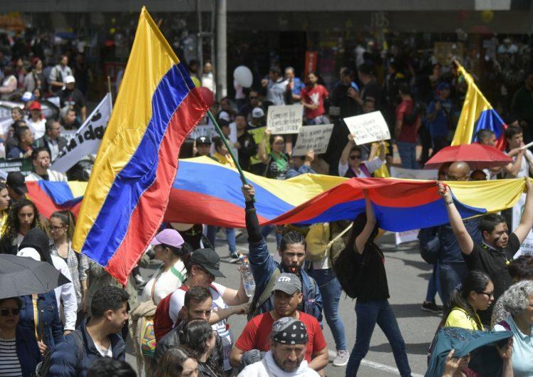 El presidente Iván Duque enfrenta multitudinaria protesta contra sus políticas en Colombia