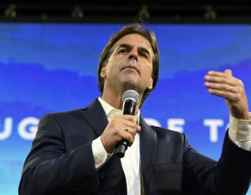 Uruguay: Lacalle Pou va al frente en presidenciales, pero debe esperar recuento de votos