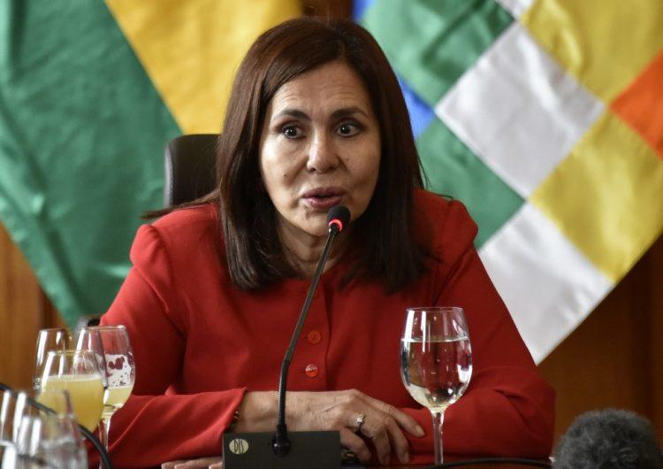 Bolivia descarta romper relaciones con México por exfuncionarios asilados en embajada