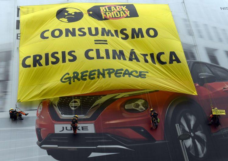Protestan en distintos países contra el Black Friday por sus consecuencias climáticas