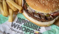 Un hombre vegano demanda a Burger King por cocinar su…