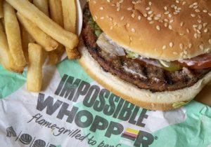 Un hombre vegano demanda a Burger King por cocinar su hamburguesa en la misma parrilla que la carne