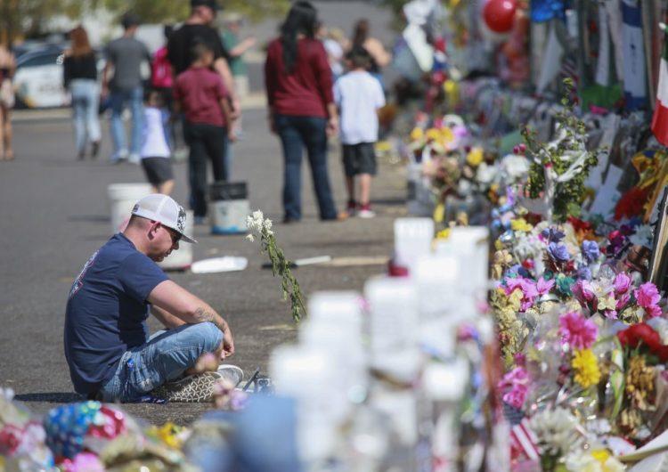 Mexicanos demandan a Walmart por tiroteo de El Paso en el que murieron 22 personas