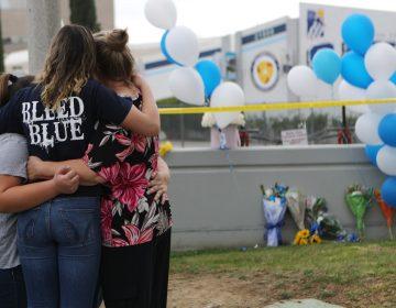 Muere autor del tiroteo en una escuela de Santa Clarita, California