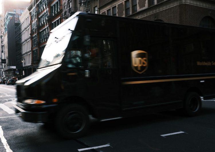Trabajadores de UPS son acusados de traficar drogas de México a EU