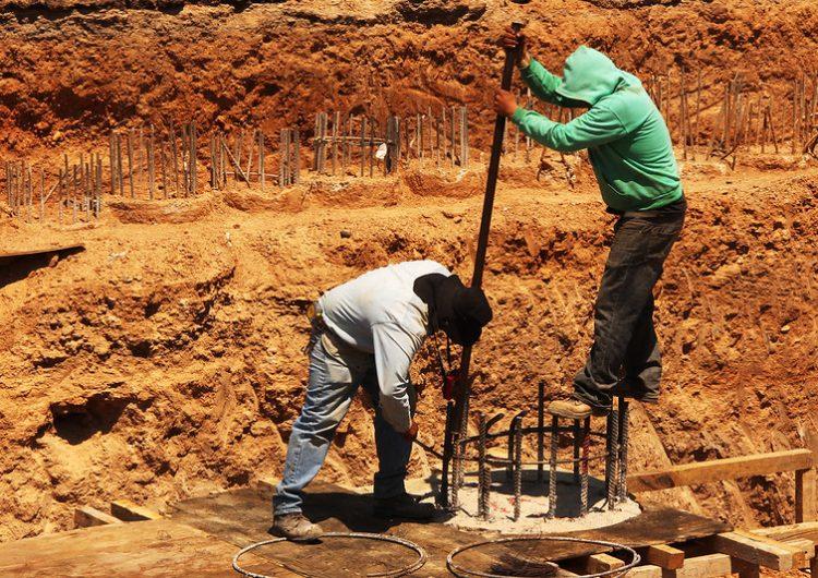 Afectados por recortes federales 60% del sector de la construcción en Aguascalientes