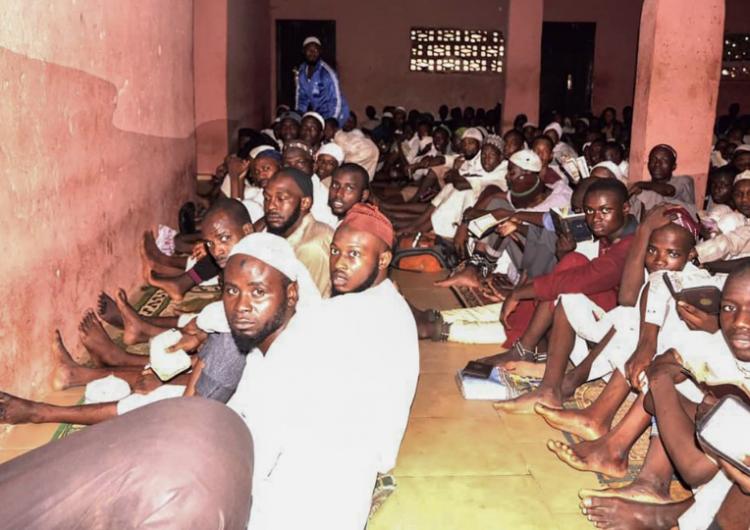 """Policía nigeriana libera a 259 """"rehenes"""" de un centro de detención islámico"""