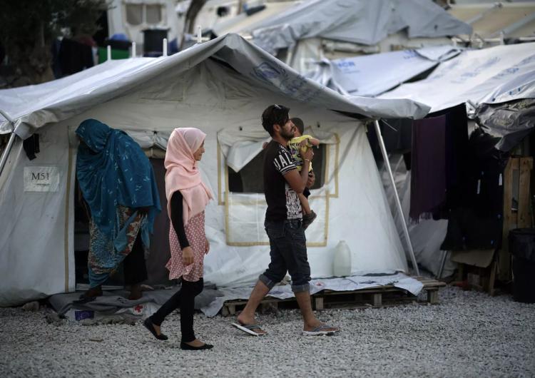 """Grecia cerrará campos de refugiados sobrepoblados y los reemplazará con """"centros de detención"""""""