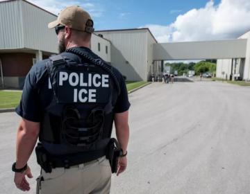"""Familias """"viven con miedo"""" tras las redadas del Servicio de Inmigración en Mississippi"""
