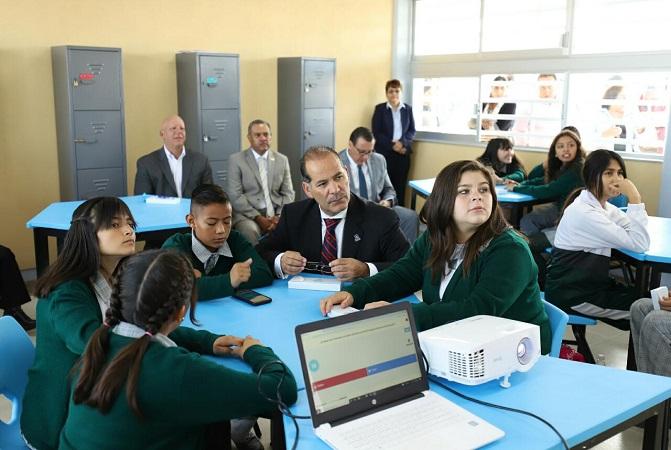 Implementan modelo de educación con dispositivos móviles en secundarias
