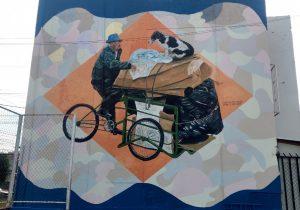 Don Carolino y su perrito Pinto aparecen en enorme mural en Querétaro