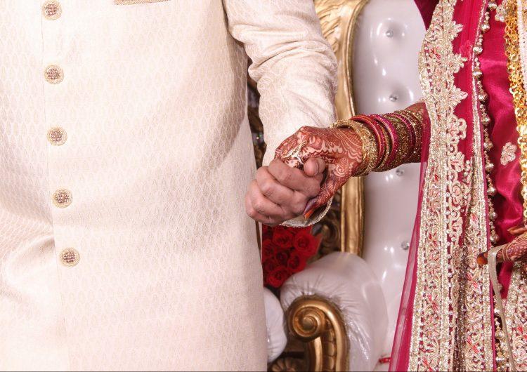 Pareja india de castas diferentes fue apedreada hasta morir por casarse