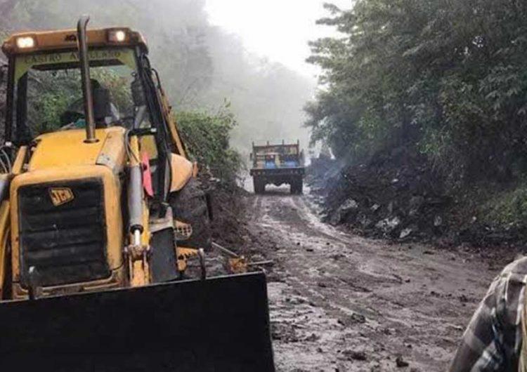 Carreteras de la Sierra poblana afectada por deslaves