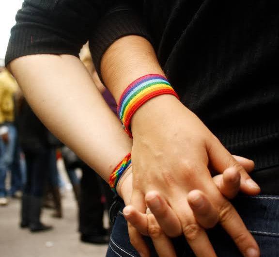 Reacciones encontradas por boda gay impedida por salón de eventos en Aguascalientes