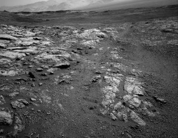 El Curiosity de la NASA envía imagen del desolado paisaje de Marte durante su ascenso al monte Sharp