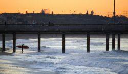 Investigan hallazgo de 100 agujas y desechos tóxicos en playa…