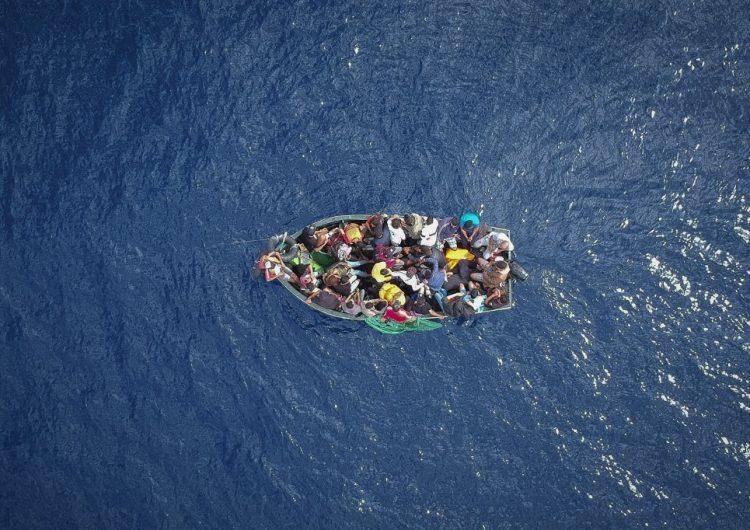 Rescatan a 300 migrantes en costas españolas en dos días