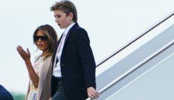 Melania Trump critica a académica por mencionar a su hijo…