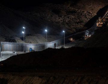 Juez de Texas bloquea construcción de muro privado en una sección de la frontera entre México y EU