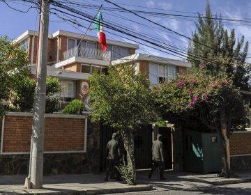 Bolivia afirma que vigilancia a Embajada de México es por 'amenazas de violencia'