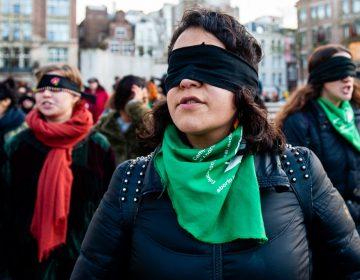 """Los símbolos de """"Un violador en tu camino"""" que se ha convertido en el himno feminista alrededor del mundo"""
