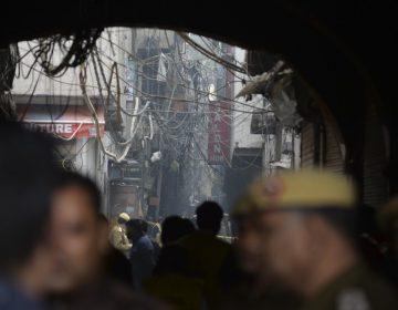 Incendio de una fábrica en Nueva Delhi deja al menos 43 muertos