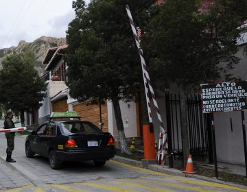 Presidenta de Bolivia expulsa a embajadora de México y a diplomáticos españoles