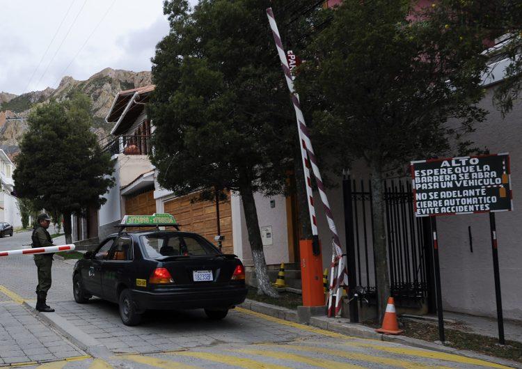 España investigará confuso incidente en embajada de México en Bolivia
