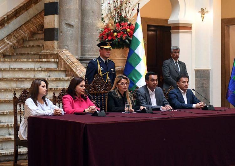 España decide expulsar a tres diplomáticos bolivianos