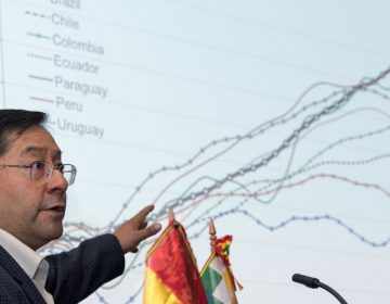 Exministro de Economía de Evo Morales sale de Bolivia rumbo a México para recibir asilo político