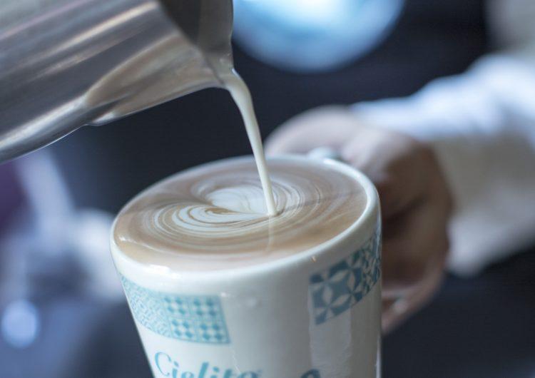 ADO se despide de Cielito Querido Café y le desea éxito