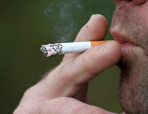 Arrestarán 36 horas a fumadores que no respeten espacios libres de humo