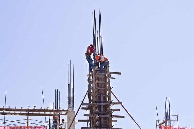 Albañiles no usan dispositivos de seguridad en construcciones: CMIC