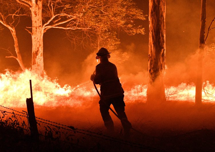 Miles de personas protestan en Australia contra la política medioambiental del gobierno ante los incendios