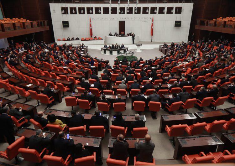 El Parlamento de Turquía autoriza el envío de tropas a Libia