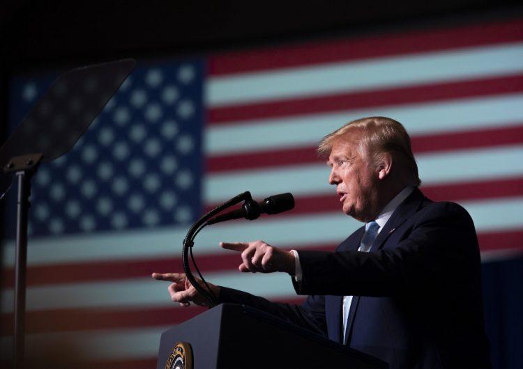 Trump advierte que tiene 52 importantes sitios iraníes como objetivo en caso de que Teherán ataque EU