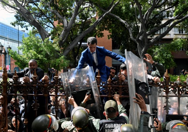 """Rival de Guaidó se autoproclama presidente del Parlamento de Venezuela; oposición acusa """"golpe de Estado"""""""