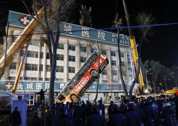 socavón-china-autobus-muertos