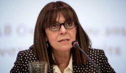 Grecia elige por primera vez a una mujer como jefa…