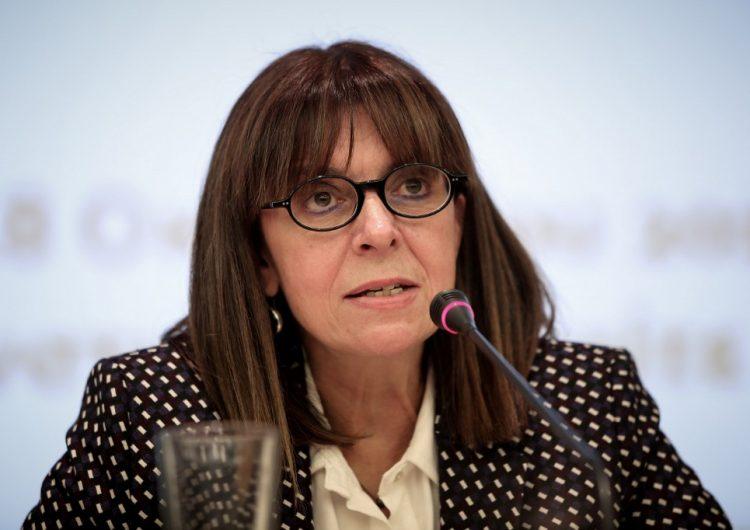 Grecia elige por primera vez a una mujer como jefa de Estado