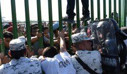 Nueva caravana de migrantes intenta entrar a México, autoridades cierran…
